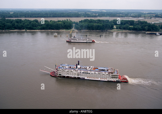 mississippi river steamboats One of louisiana's most common stereotypical images is a sternwheel steamboat  cruising down the mississippi river these vessels haven't functioned as a.