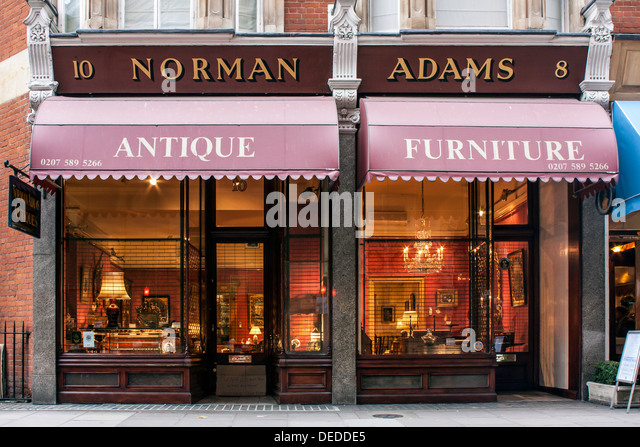 Antique Dealer shop in Knightsbridge  London   Stock Image. Antique Shop London Stock Photos   Antique Shop London Stock