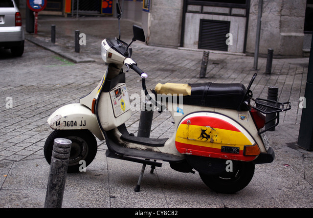 scooter madrid street stock photos scooter madrid street stock images alamy. Black Bedroom Furniture Sets. Home Design Ideas