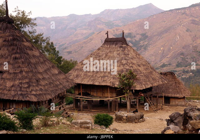 Maubisse stock photos maubisse stock images alamy for Traditionelles haus