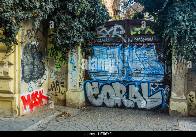 John lennon wall prague stock photos john lennon wall for Door z prague
