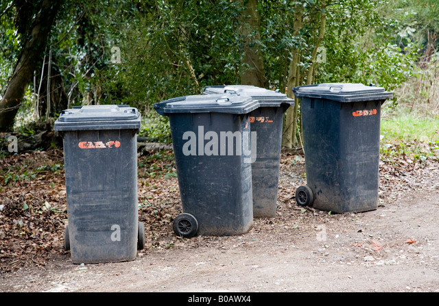 Rubbish bin bins container stock photos rubbish bin bins container stock images alamy - Rd rubbish bin ...
