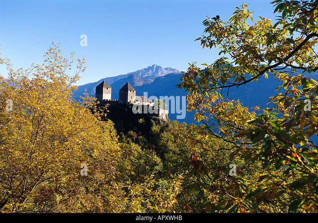 Tyrol castle near meran stock photos tyrol castle near for Lana bei meran