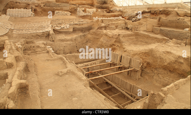 an overview of the archaeologist discovery of catal huyuk Archaeological history first discovered in 1958, the çatalhöyük site was brought to worldwide attention by british archaeologist james mellaart's excavations between 1961 and 1965, which revealed this section of anatolia as a center of advanced culture in the neolithic period.