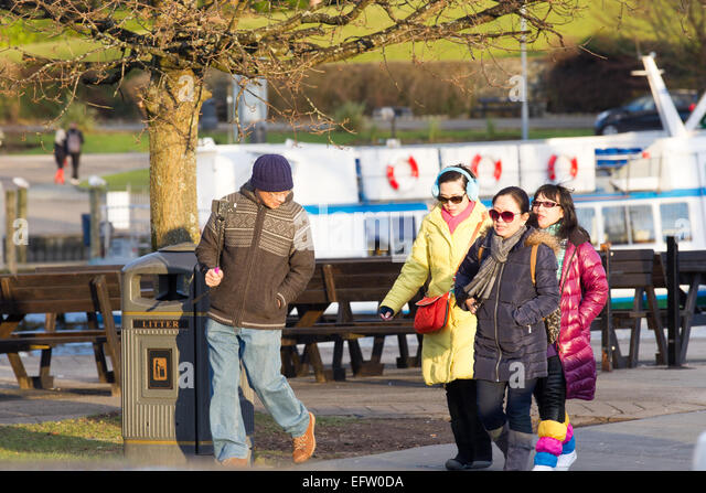 the ways in which tourists use smartphones The two ways of using your smartphone in the us there are two ways to use your smartphone in the us: you can either roam on a uk-based sim card (setting it up before you go) or you can buy a new us-based sim card upon your arrival in the states roaming on a uk-based sim card.