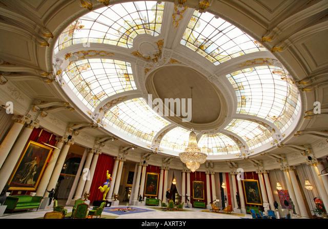 Cote salon stock photos cote salon stock images alamy for Salon anglais