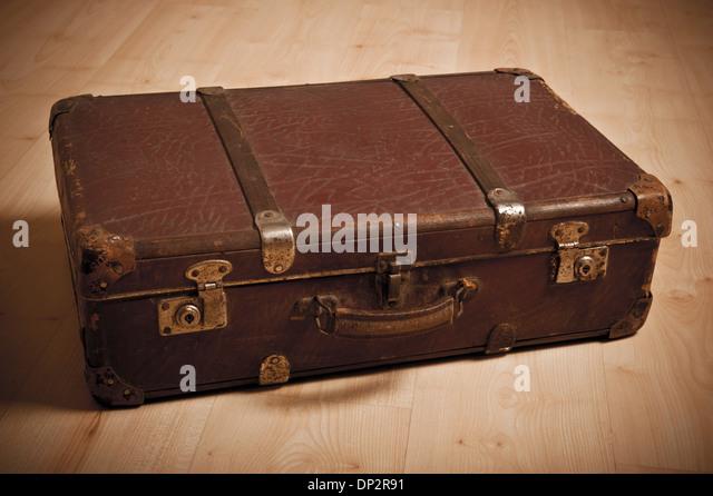 Damaged Suitcase Stock Photos & Damaged Suitcase Stock Images - Alamy