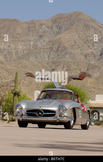 1950\u0027s mercedes gullwing with the doors open - Stock Image & Doors 1950\u0027s Stock Photos \u0026 Doors 1950\u0027s Stock Images - Alamy