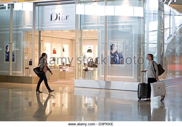 Airport shop customer stock photos airport shop customer - Bureau de change aeroport charles de gaulle ...