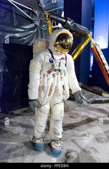 astronaut behind - photo #46