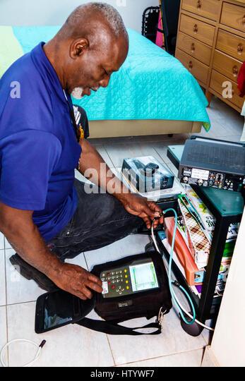 Cable Tv Technician Stock Photos & Cable Tv Technician Stock ...