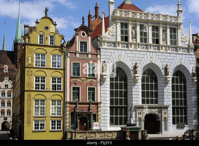 http://l7.alamy.com/zooms/2a04185f283840dc96e6ae846cf8846e/poland-gdansk-artus-court-branch-of-history-museum-facade-by-abraham-f5j3y3.jpg