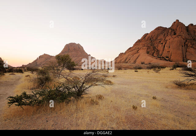Great spitzkoppe stock photos great spitzkoppe stock for Landscaping rocks savannah ga
