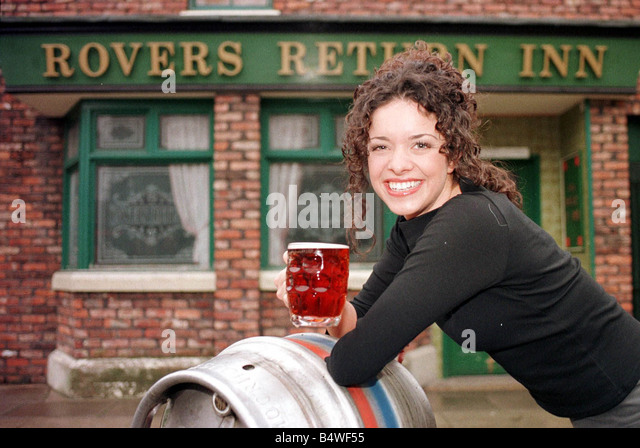 Wigan  Borough Celebs  - Page 5 Jennifer-james-who-plays-brunette-barmaid-geena-seen-here-on-the-set-b4wf55
