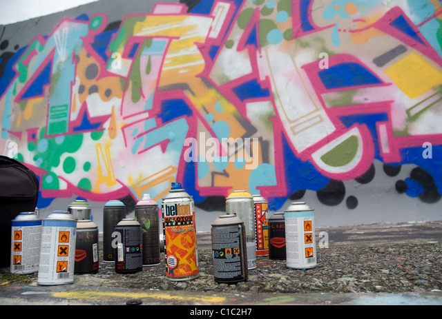 graffiti artist stock photos graffiti artist stock images alamy. Black Bedroom Furniture Sets. Home Design Ideas