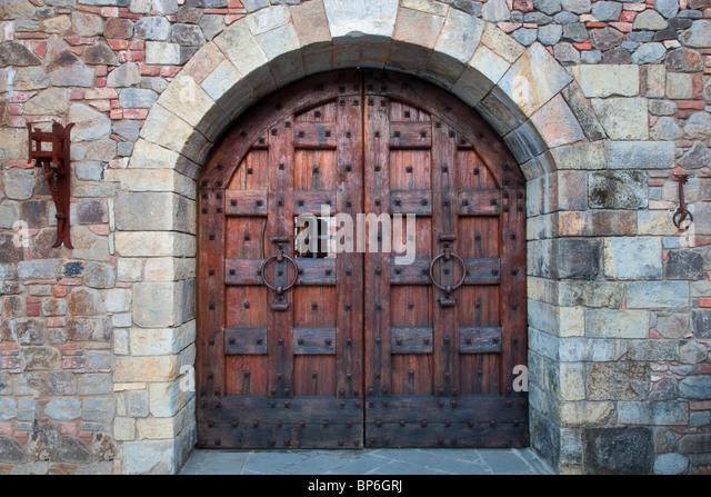 Castle door stock photos castle door stock images alamy for Door picture