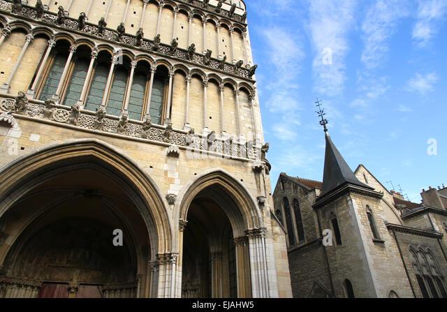 Notre dame de dijon stock photos notre dame de dijon for Dijon architecture