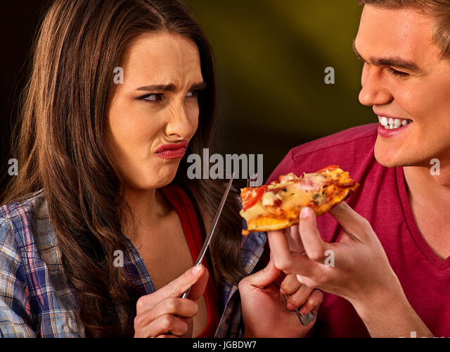 how to use fork and knife to eat pizza