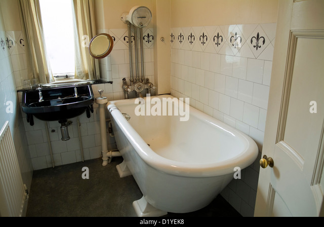 old fashioned bathroom stock photos & old fashioned bathroom stock
