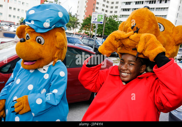 MiamiMiami Florida Book Fair International parade childrenu0027s literary character student Black boy bear costume - Stock  sc 1 st  Alamy & Florida Black Bear Stock Photos u0026 Florida Black Bear Stock Images ...