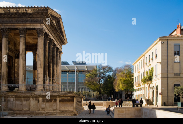 Carre d 39 art stock photos carre d 39 art stock images alamy - Maison carree nimes ...