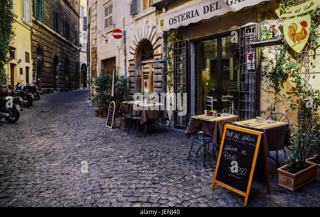 Vespa rome stock photos vespa rome stock images alamy for Restaurant italien 95