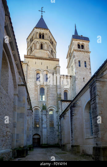 the abbey of cluny in burgundy Each year more than 100, 000 people visit cluny abbey, which in its time was the rival of saint peter's in rome a little burgundy will do you a lot of good.