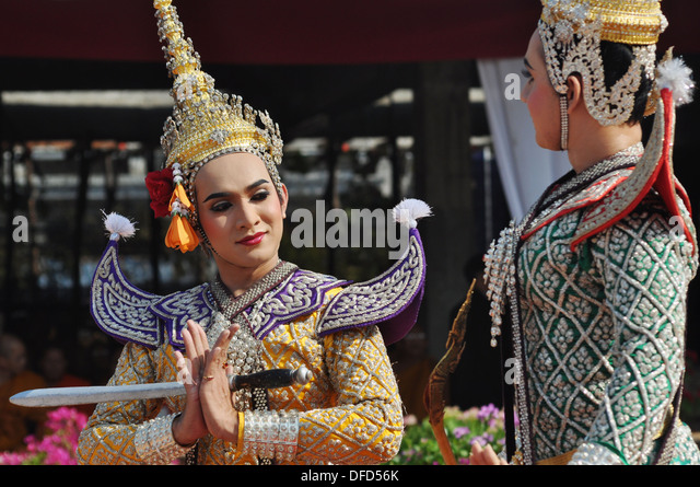 Traditional Thai Dancers Perform Dancing Stock Photos ...