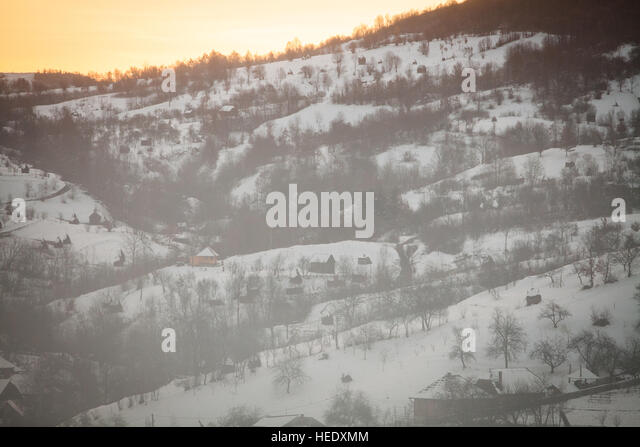 winter-landscape-in-barsana-maramures-region-romania-hedxmm