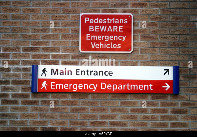 Queens medical centre nottingham stock photos queens medical emergency signs for pedestrians at queens medical centre in nottingham europe s largest hospital stock sciox Image collections