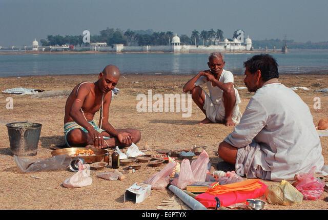 Hindu Funeral Stock Photos & Hindu Funeral Stock Images - Alamy