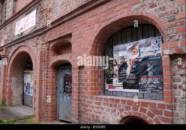 wall posters adverts stock photos wall posters adverts stock images alamy. Black Bedroom Furniture Sets. Home Design Ideas