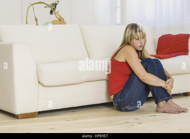 Traurig stock photos traurig stock images alamy for Sofa vor fenster