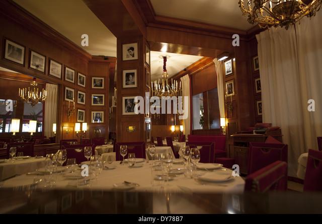 paris restaurant inside stock photos paris restaurant inside stock images alamy. Black Bedroom Furniture Sets. Home Design Ideas