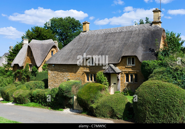 Thatched Cottages In The Cotswold Village Of Great Tew Oxfordshire England UK