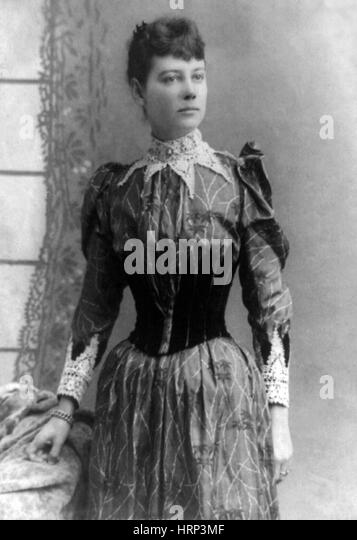 nellie bly a journalistic pioneer and Nellie bly is the pen name of the famous, american, female journalist, elizabeth jane cochrane bly was born in may of 1864 and died january of 1922.