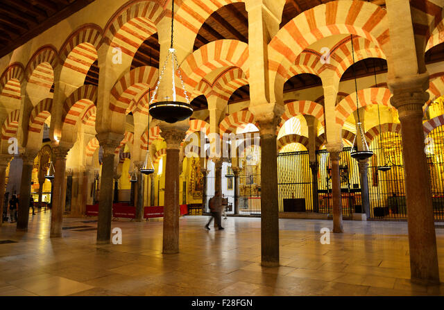 Mezquita great mosque interior arches stock photos for Mezquita de cordoba interior