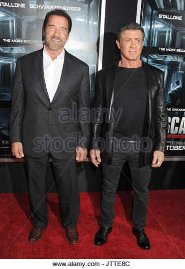 ¿Cuánto mide Arnold Schwarzenegger? - Real height Arnold-schwarzenegger-sylvester-stallone-escape-plan-new-york-premiere-jtte8c