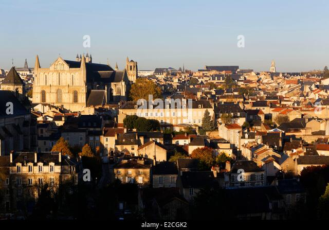 Cathedral saint pierre poitiers vienne stock photos for Vienne poitiers