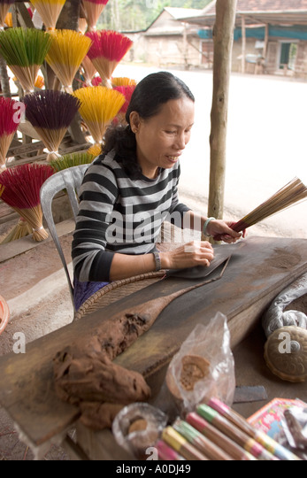 how to make sandalwood paste from stick