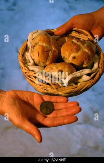 Hands Exchange Money Uk Stock Photos Amp Hands Exchange Money Uk Stock Images Alamy