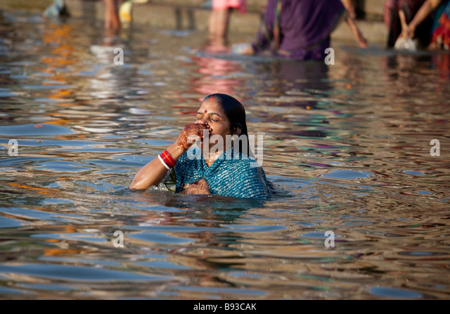 hindu single women in priest river A sea of humanity assembled on the river bank as people waited patiently for their turn to step into the water men in underpants, women in saris and children – naked and clothed – chanted from hindu scriptures as they walked into the icy-cold water.