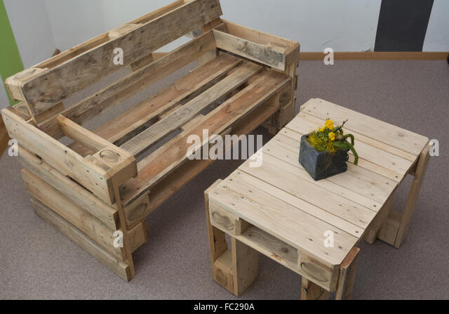 naturmobel robust bench and table from pallets stock image massive bewertung