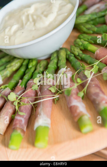 how to cook asparagus wrapped in parma ham
