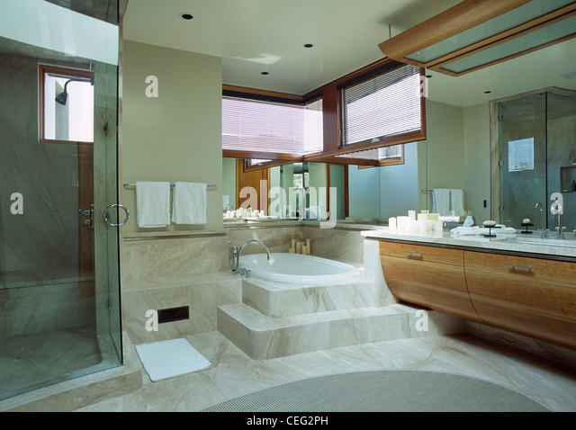 Steps up bath in marble stock photos steps up bath in marble stock images alamy Step up master bedroom