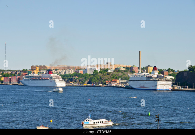 Turning Over Sq Stock Photos Turning Over Sq Stock Images Alamy - Cruise ship turns over