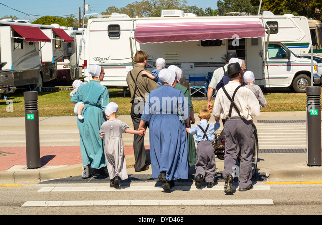 Amish Girls Stock Photos Amp Amish Girls Stock Images Alamy