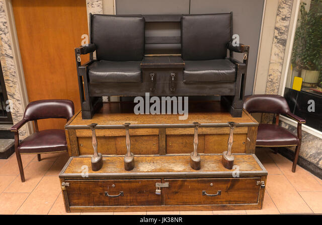 Vintage Shoe Shine Stand Downtown - Stock Image - Business Shoe Shine Stock Photos & Business Shoe Shine Stock