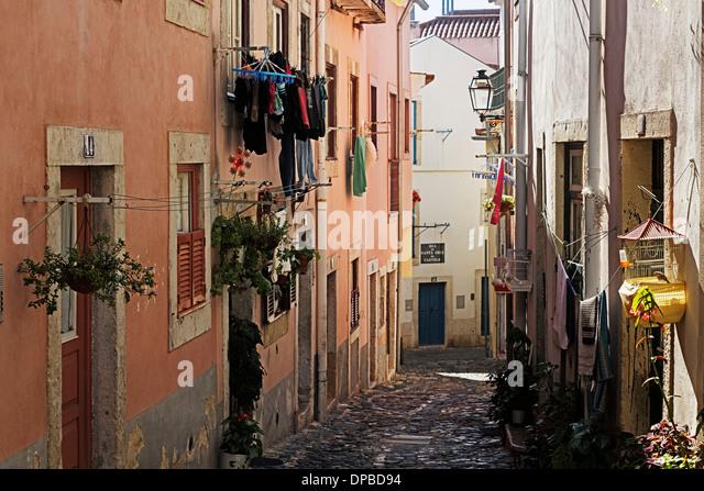 TransSintra 8 Julho 2017 - Página 2 Portugal-lisbon-alfama-view-to-rua-de-santa-cruz-do-castelo-dpbd94
