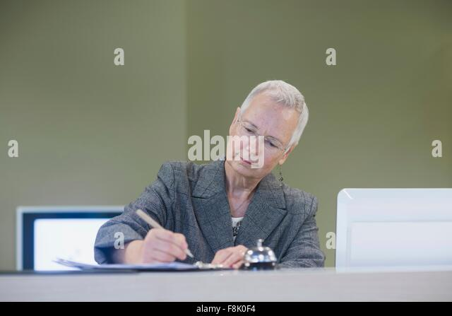 senior receptionist A receptionist establishes the tone of a potential customer's or vendor's interaction with a business receptionists typically answer telephone calls, greet.